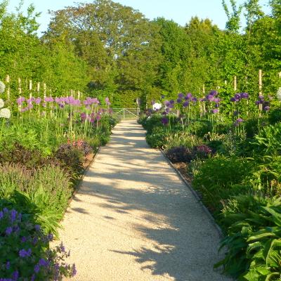 Hornbeam Walk spring gardens