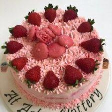 Vanilla & Buttercream Cake 1